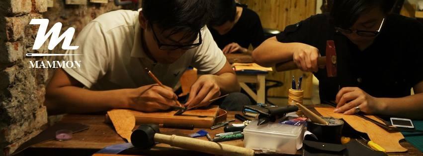 Tốt nghiệp ngành công nghệ thông tin, Nguyễn Tuấn Dũng lại thành công với cửa hàng đồ da handmade.