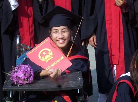 Nguyễn Thùy Chi đã vươn lên lây bằng cử nhân Ngành quản lý xã hội
