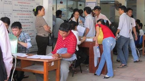 Người dân đăng ký mua bảo hiểm tại BHXH TP Hồ Chí Minh