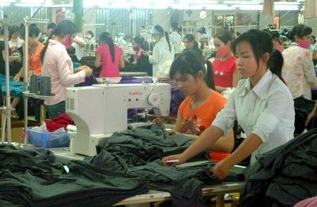 Đa số lao động ngành da giày là nữ giới và tuổi nghề từ 5-15 năm