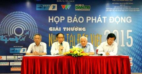 Ban tổ chức Nhân tài Đất Việt 2015 trả lời câu hỏi của báo chí