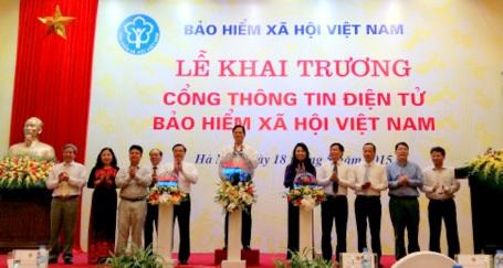 Thủ tướng Chính phủ Nguyễn Tấn Dũng nhấn nút khai trương Cổng thông tin điện tử BHXH