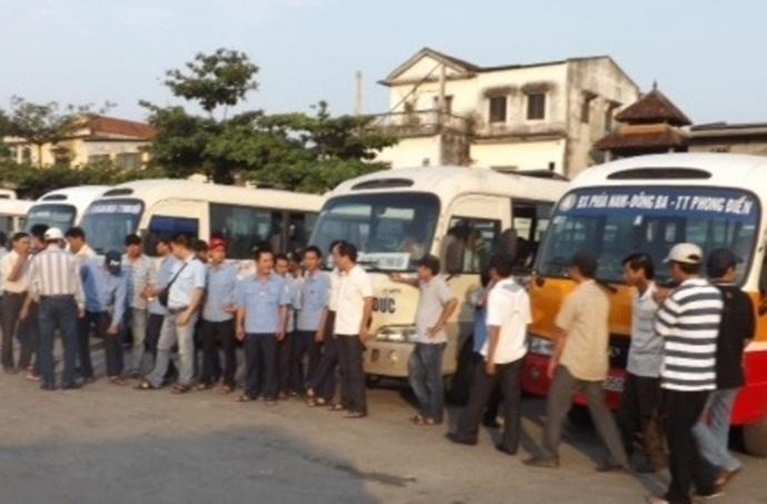 Người đi xe buýt chịu trận vì tài xế lãn công