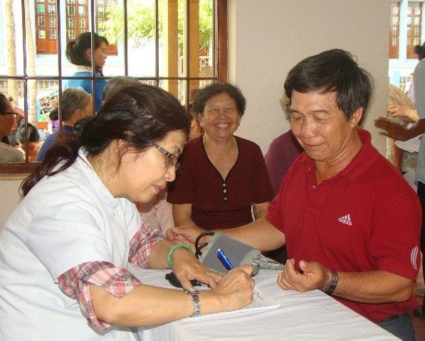 Gỡ rối thủ tục cho bảo hiểm y tế hộ gia đình