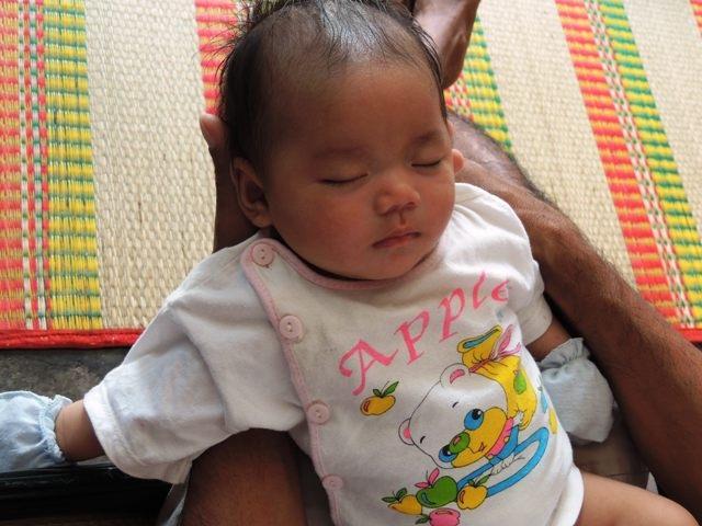 Khi vừa chào đời cháu bé bị bỏ rơi một thời gian ở bệnh viện Từ Dũ