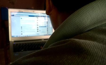 Nhiều bạn trẻ muốn tự tử khi bị ném đá trên mạng xã hội
