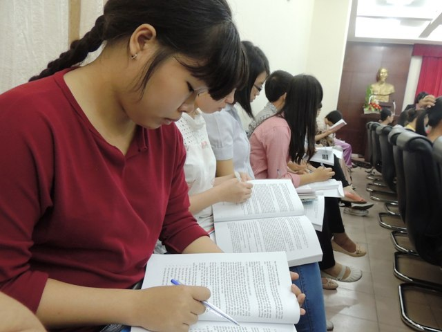 Sinh viên Trường ĐH Sư phạm TPHCM tham gia một chương trình trao đổi về chuyên môn