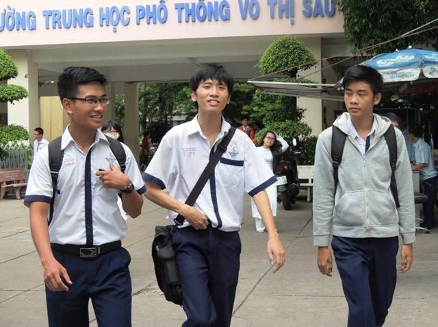 Học sinh lớp 12 ở TPHCM tham gia vào kỳ thi thử THPT quốc gia