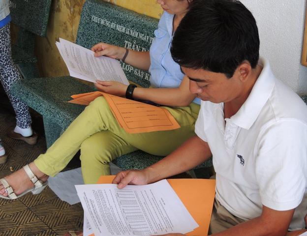 Phụ huynh ở TPHCM tìm hiểu thông tin vào lớp 6 THPT chuyên Trần Đại Nghĩa