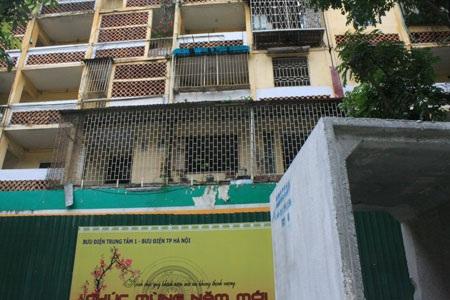 Chung cư D2 Giảng Võ sau nhiều năm vẫn chưa được xây dựng mới bị biến dạng thành chung cư hoang