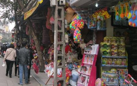 Cách đây vài hôm cả phố Lương Văn Can còn tràn ngập thú nhún Trung Quốc