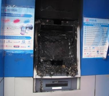 Máy ATM bị hư hỏng hoàn toàn sau khi bị kẻ xấu đốt