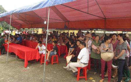 Đông đảo nhân dân đến chia buồn tại lễ tang liệt sĩ Khánh