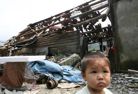 Một ngôi nhà trên đường dẫn vào thị trấn Mường Khương.
