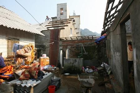 Hiện tại tỉnh Lào Cai đang huy động các lực lượng dồn sức hỗ trợ nhân dân khắc phục hậu quả.