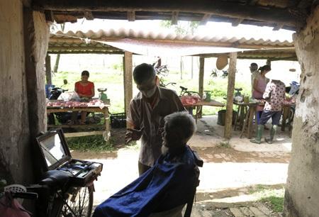 Các mặt hàng ở đây chủ yếu là sản phẩm bình dân phục vụ người lao động nghèo.