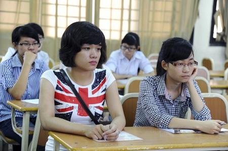 Tâm trạng các thí sinh khá lo lắng trong buổi sáng làm thủ tục trước thi.