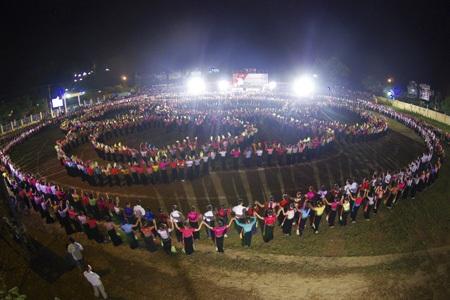 Màn đại xòe qui mô cũng đã được xác lập kỉ lục Việt Nam tại buổi trình diễn này.