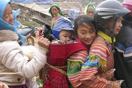 Những em bé người Mông ở Lào Cai.