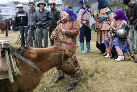 Nụ cười vô cùng sảng khoái của một phụ nữ Mông.