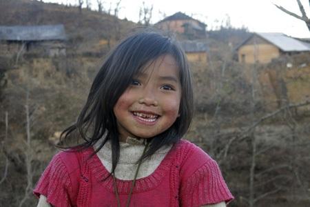 Em bé người Mông ở Lào Cai.