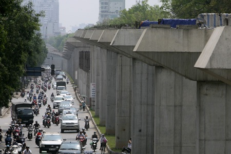 Đoạn chạy dọc đường Nguyễn Trãi có cao độ lên xuống thất thường.