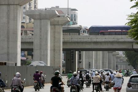 Khi cắt qua đường vành đai 3 trên cao, đường sắt đô thị sẽ phải nâng cao độ để vượt qua.