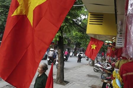 Cờ đỏ sao vàng luôn xuất hiện rực rỡ vào mỗi dịp lễ lớn của đất nước.