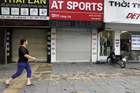 Một số cửa hàng buôn bán đóng cửa.