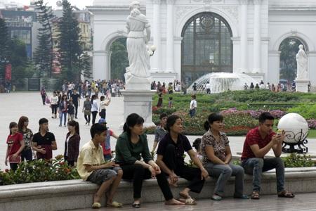 Ở Công viên Thủ Lệ, khách từ các địa phương về tham quan chiếm số lượng lớn.