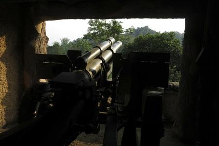 Trận địa pháo 105 trên đèo Phiêng Lơi. Vào lúc 13 giờ ngày 13/3/1954 Khẩu đội 1 trọng pháo 105mm