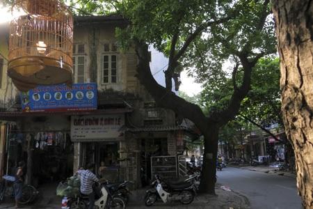 Ngã tư Bà Triệu - Trần Hưng Đạo nhìn khá giống với phố cổ Hà Nội.