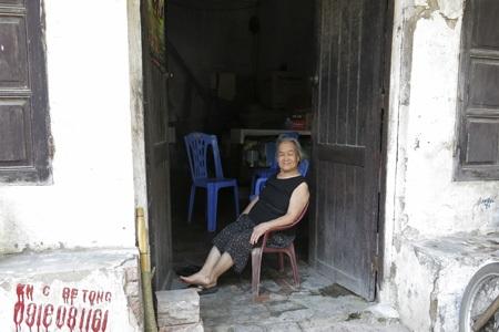 Những hoa văn theo kiến trúc cổ vẫn còn được giữ khá nguyên vẹn ở ngôi nhà số 8 Phan Bội Châu.