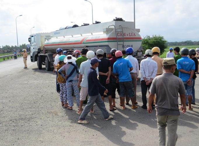 Lực lượng CSGT có mặt tại hiện trường điều tiết giao thông
