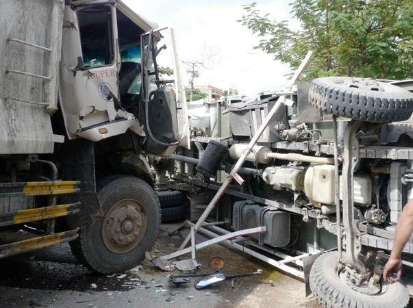 Hiện trường vụ tai nạn khiến giao thông trên đoạn đường này bị ách tác nghiêm trọng