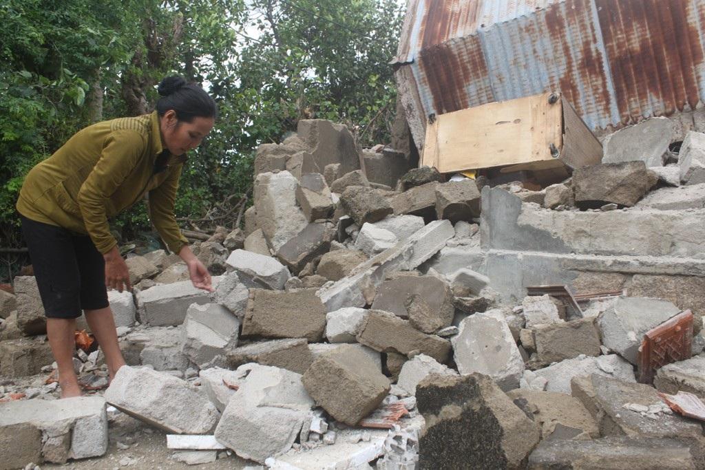 Sau bão, một số nhà dân tỉnh Bình Định phải trong cảnh màn trời chiếu đất