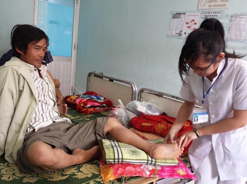 Một bệnh nhân bị rắn lục đuôi đỏ cắn