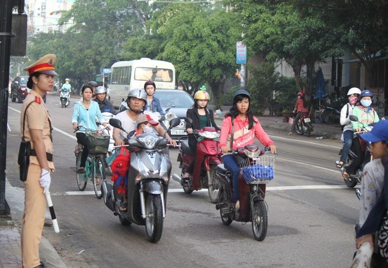 Hình ảnh đẹp của nữ CSGT tỉnh Bình Định