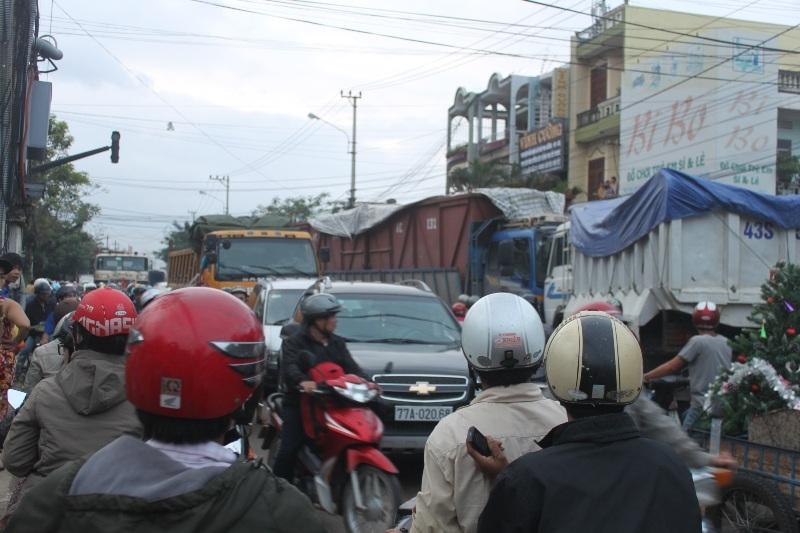 Giao thông trên tuyến đường bị tắc nghẽn kéo dài