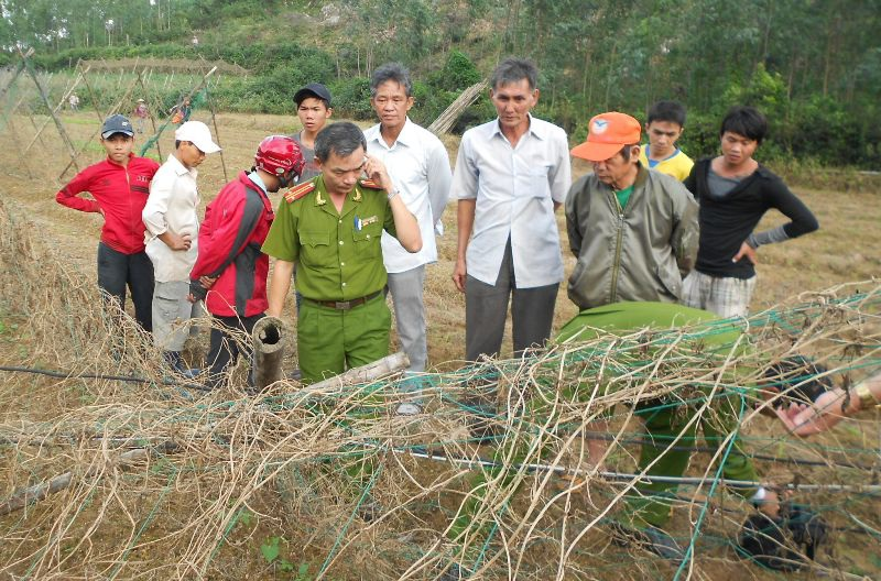 Công an huyện Tuy Phước đang tiến hành khám nghiệm hiện trường