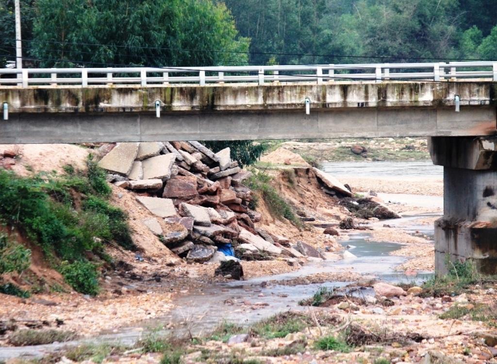 Dòng chảy thay đổi, cường độ dòng chảy mạnh còn đe dọa đến sự an nguy của cầu Ngô La.
