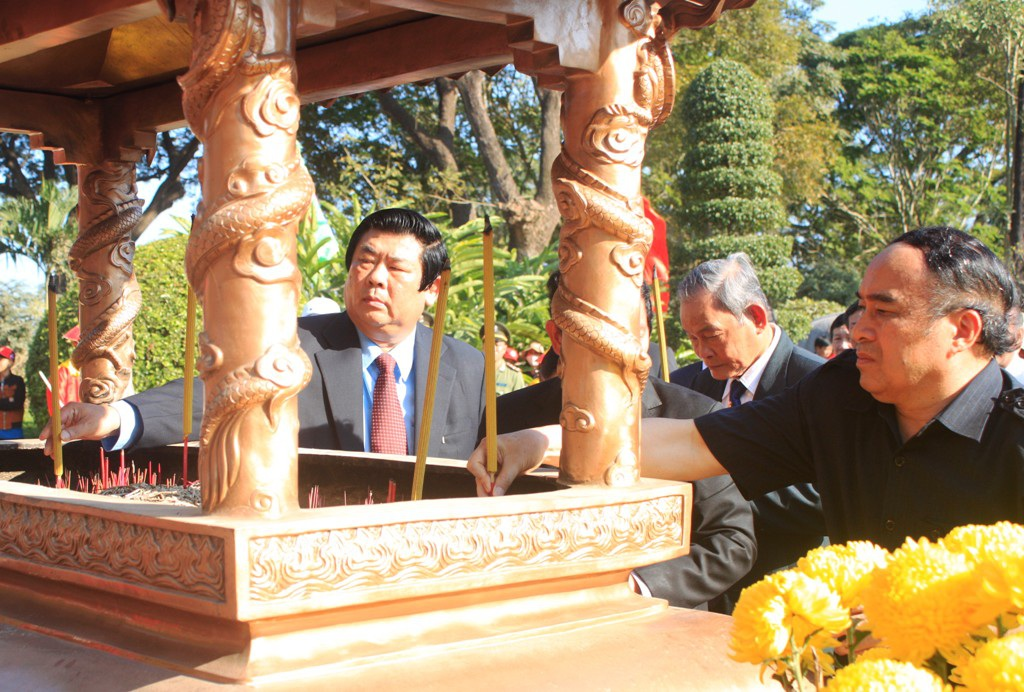 Lãnh đạo tỉnh Bình Định dâng hương tại điện thờ Tây Sơn Tam Kiệt