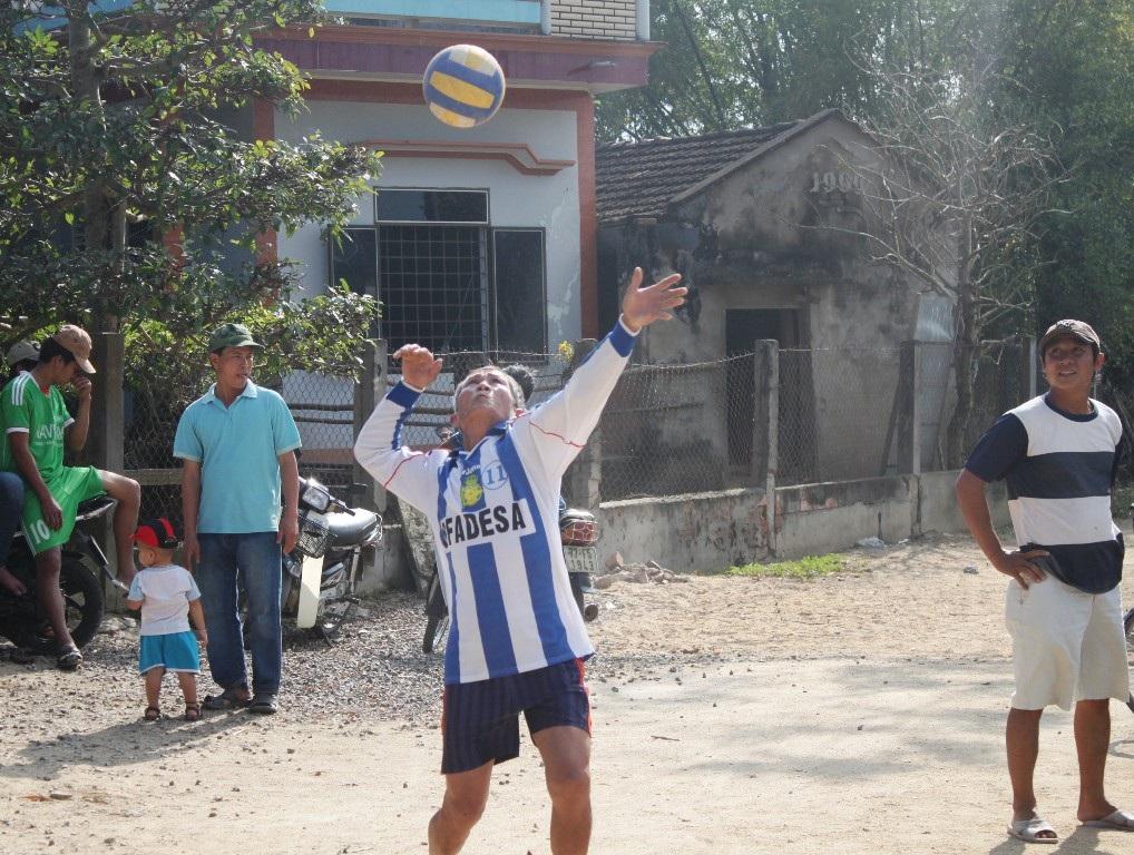 Những pha phát bóng có tính chuyên nghiệp cao của nông dân Võ Văn Dư