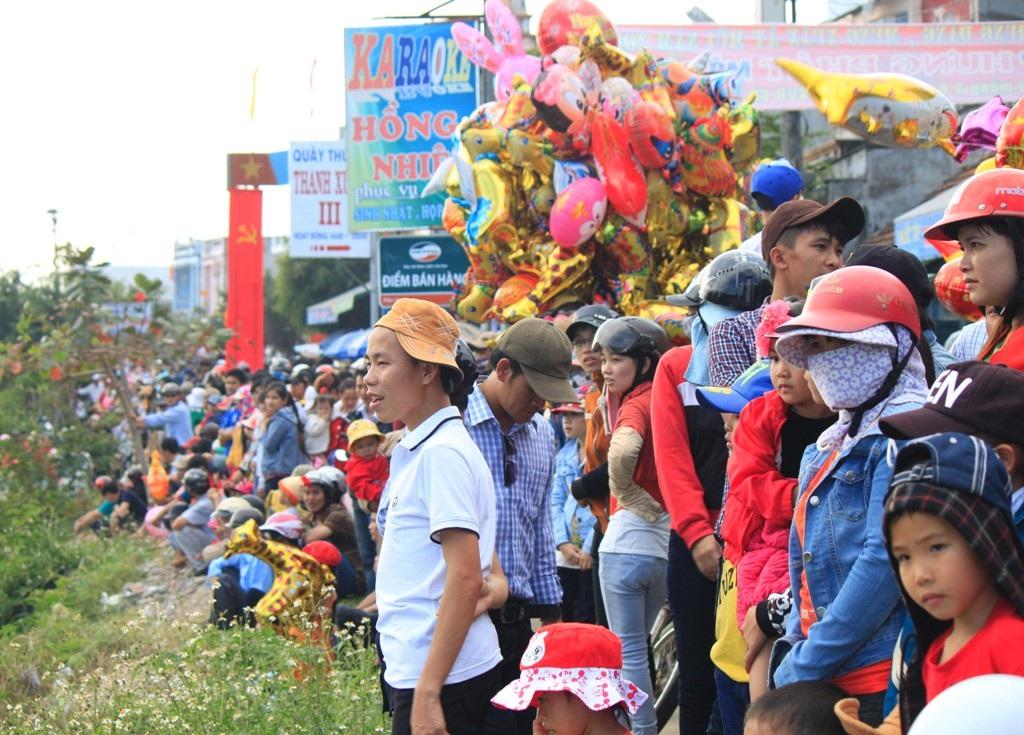 Tưng bừng hội đua thuyền truyền thống trên sông Gò Bồi