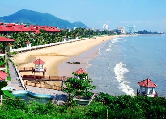Bãi biển vầng trăng khuyết Quy Nhơn - Bình Định hút hồn du khách