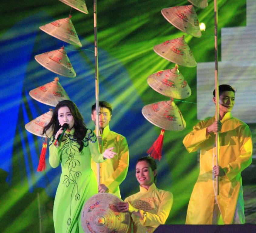Đêm nhạc với sự có mặt của nhiều ca sĩ nổi tiếng khắp cả nước