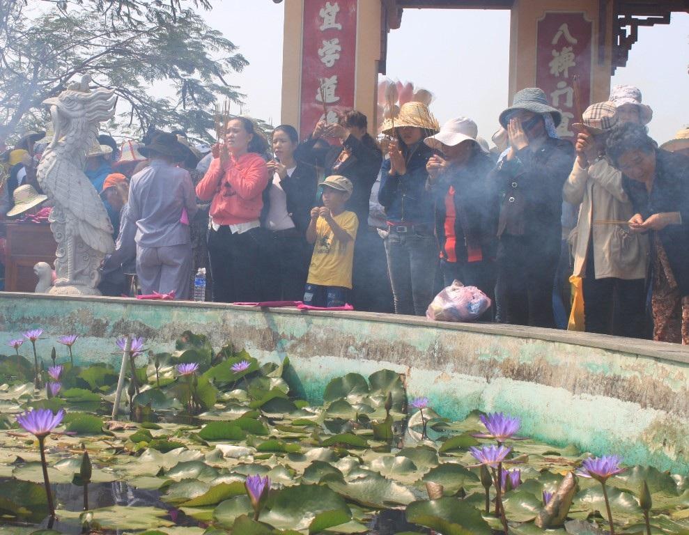 Chùa ông Núi nổi tiếng linh thiêng, thu hút hàng vạn nhân dân, du khách.