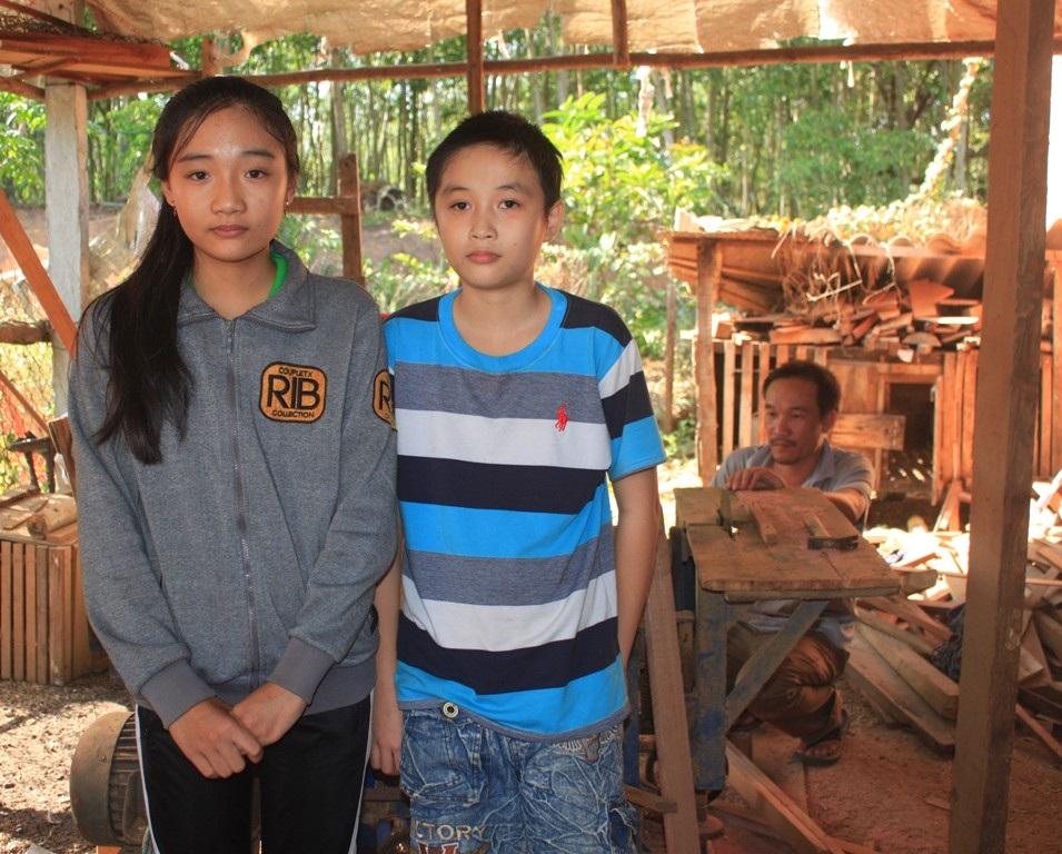 Hai anh em Trung và Anh đều học rất giỏi nhưng không may mắn khi mắc phải bệnh hiểm nghèo