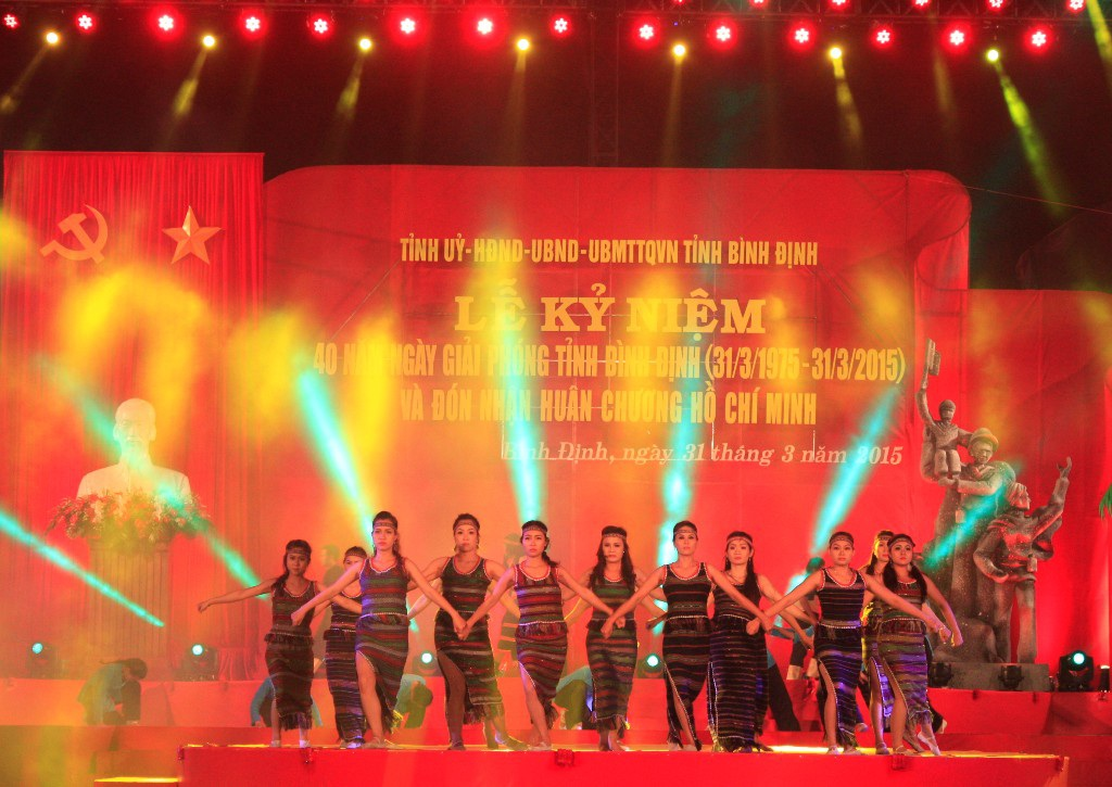 Tiết mục văn nghệ mừng ngày giải phóng Bình Định