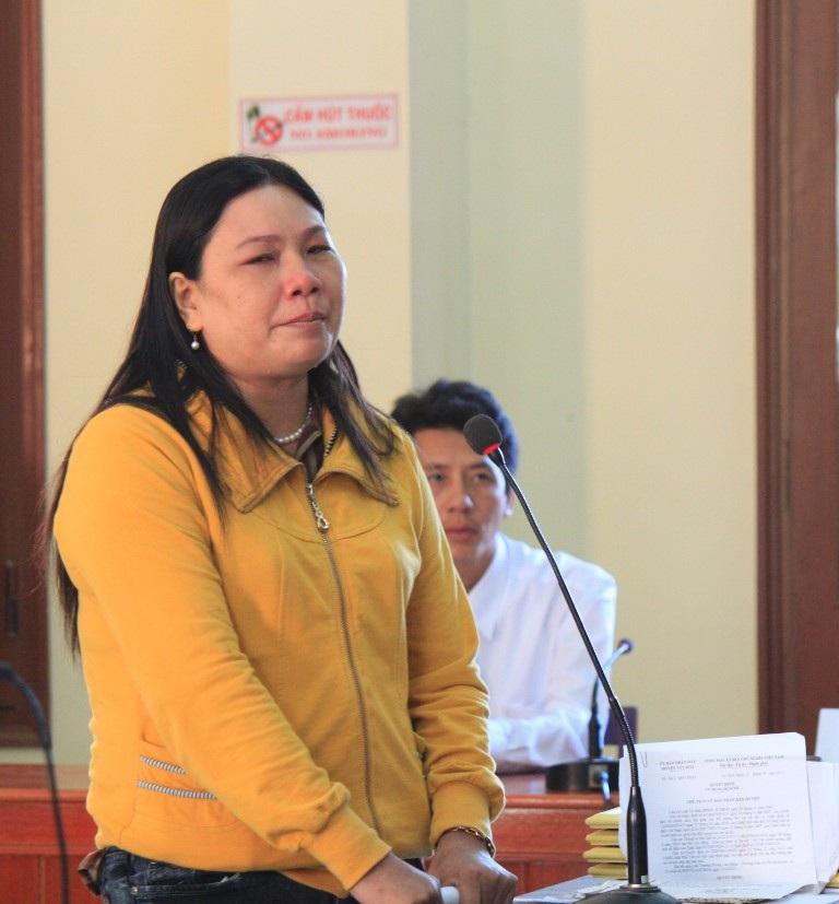 Bà Ngô Thị Tuyết (chị nạn nhân Kiều) bức xúc với bản án tòa tuyên nên sẽ kháng cáo đến cùng